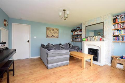 3 bedroom semi-detached house - Gravelly Crescent, Lancing, West Sussex