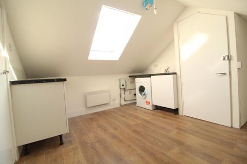 Studio to rent - Seven Sisters Road N7