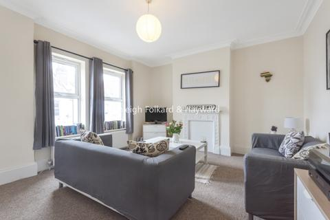 3 bedroom flat to rent - Hoyle Road London SW17