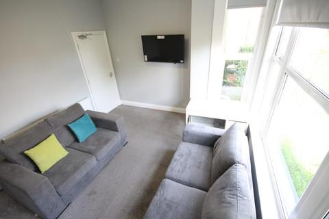 6 bedroom terraced house to rent - Lucas Place, Woodhouse, Leeds, LS6 2JB
