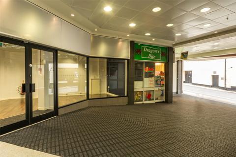 Retail property (high street) to rent - High Street, Bangor, Gwynedd, LL57