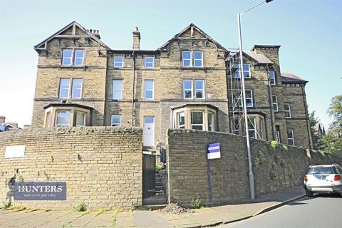 7 bedroom terraced house for sale - Selborne Mount, Bradford, West Yorkshire, BD9 4NP