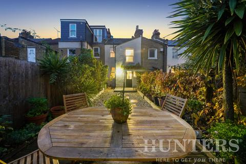 2 bedroom terraced house for sale - Seaford Road, London, N15