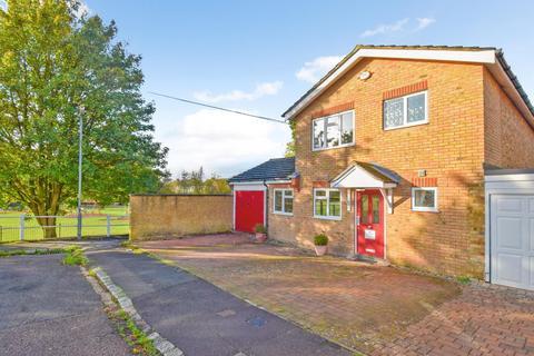 4 bedroom detached house for sale - St. Peters Close, Burnham, SL1