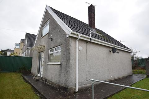 2 bedroom detached bungalow for sale - 111 Parkfields Road, Bridgend, Bridgend County Borough, CF31 4BL
