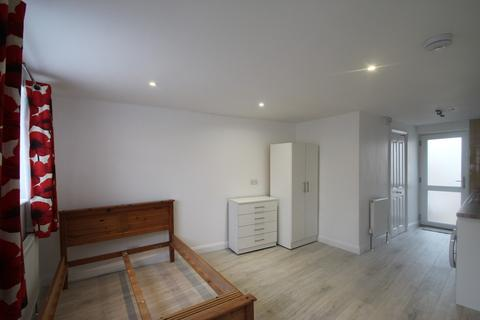 Studio to rent - Cricket Road, Cowley