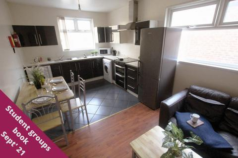 5 bedroom flat to rent - Dickenson Road
