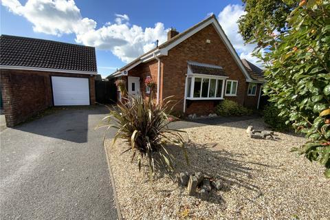 3 bedroom detached bungalow for sale - Saffron Drive, Highcliffe, Dorset, BH23