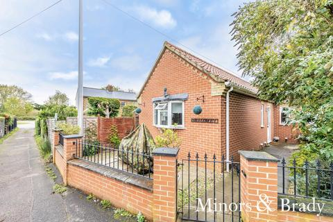 2 bedroom detached bungalow for sale - Dereham Road, Scarning