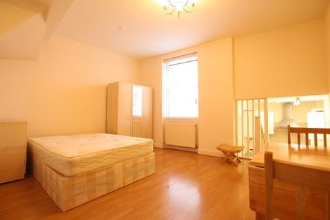 Studio to rent - Wightman Road, London