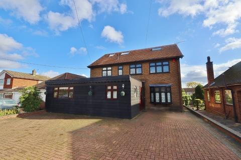 5 bedroom detached bungalow for sale - Lodge Lane, Romford, RM5