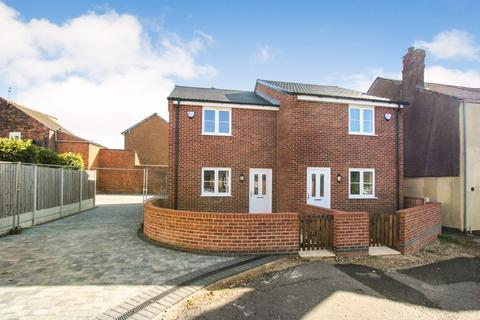 3 bedroom semi-detached house - Raglan Street , Alfreton