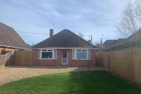 2 bedroom detached bungalow for sale - Bourne End