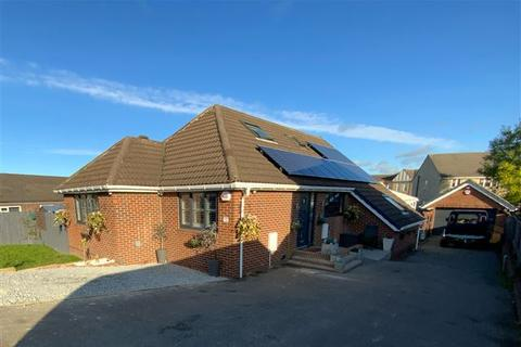 5 bedroom bungalow for sale - Shaldon Grove, Aston, Sheffield, S26 2DH