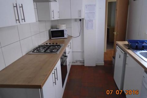 4 bedroom house to rent - Rhymney Street, Cathays, Cardiff