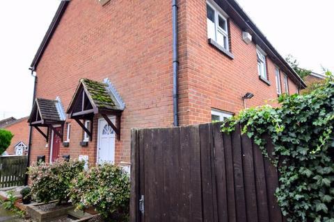 1 bedroom terraced house - Cedar Close, Aylesbury
