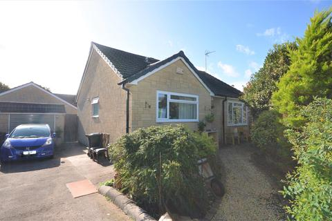 2 bedroom detached bungalow for sale - Shreen Way, Gillingham