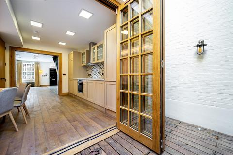 5 bedroom townhouse to rent - Romney Street, London