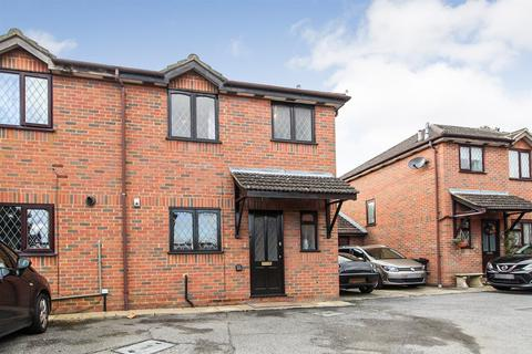 3 bedroom semi-detached house for sale - Blumfield Court, Slough