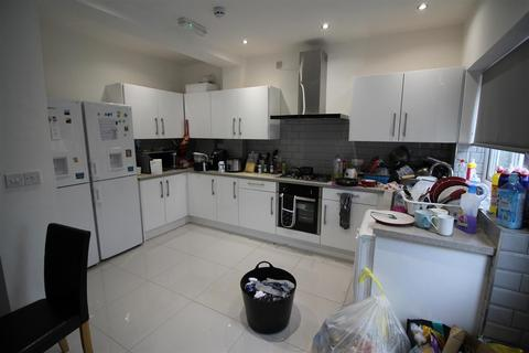 6 bedroom semi-detached house to rent - *£105pppw* Abbey Road, Beeston , Nottingham