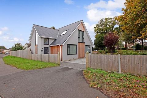 5 bedroom detached house for sale - WEST CHRISTCHURCH