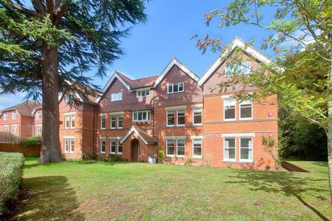 3 bedroom flat for sale - Hazelmere House, 74 Harnham Road, Salisbury