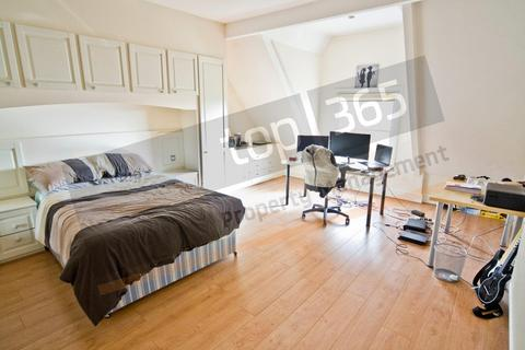 3 bedroom flat to rent - *£115pppw* South House, Cavendish Crescent South, The Park , NG7 - TRENT UNI