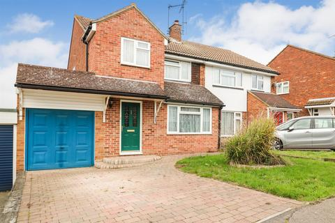 3 bedroom semi-detached house for sale - Linnet Drive, Chelmsford