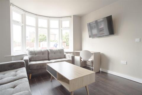 6 bedroom semi-detached house to rent - *£115pppw* Pelham Crescent, Beeston, NG9 2ER - UON