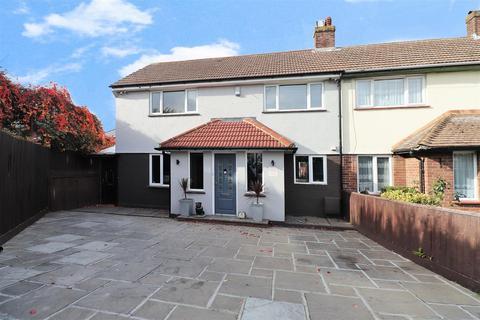 4 bedroom end of terrace house for sale - Almond Road, Dartford