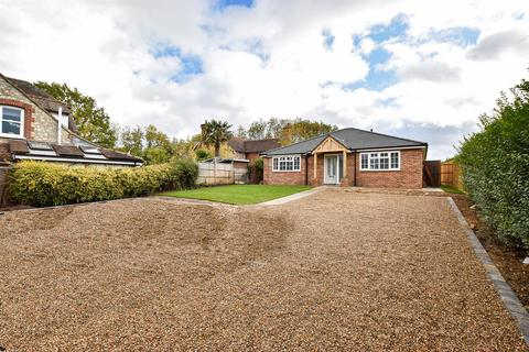 3 bedroom detached bungalow for sale - Bearsted Road, Weavering, Maidstone