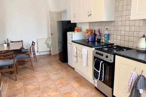 4 bedroom house to rent - FOUR DOUBLE BEDROOMS, CHARMINSTER