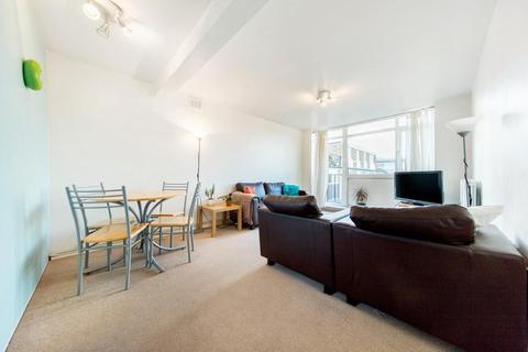 2 bedroom flat to rent - Crescent Court, Park Hill, SW4