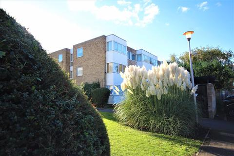 2 bedroom flat to rent - Winston Close, Romford, Essex