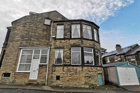 4 bedroom end of terrace house to rent - Lavinia Terrace, Bradford, BD14