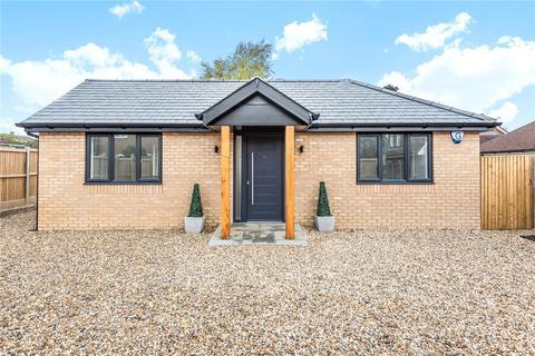 2 bedroom detached bungalow to rent - Lyne Gardens, Biggin Hill, Westerham, Kent, TN16