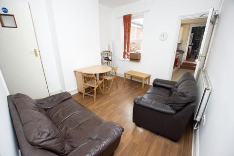 4 bedroom terraced house to rent - North Road, B29