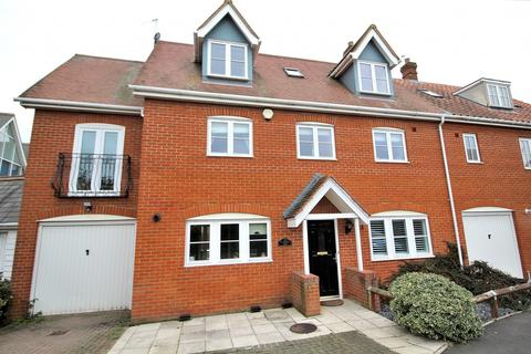 5 bedroom semi-detached house for sale - Braganza Way, Springfield, Chelmsford, Essex, CM1