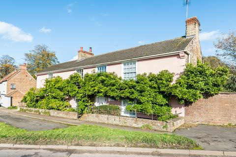 4 bedroom detached house for sale - Church Road, Wereham