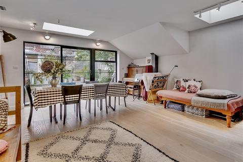 3 bedroom terraced house for sale - Antrobus Road, London, W4