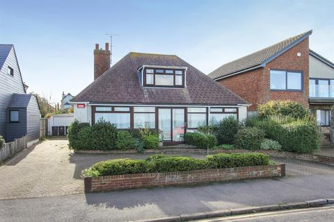 3 bedroom detached bungalow for sale - Marine Parade, Whitstable