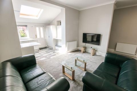 2 bedroom apartment to rent - Osborne Road, West Jesmond - Two bedrooms - £135pppw