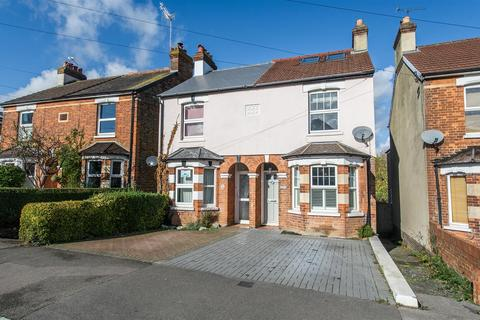 3 bedroom semi-detached house for sale - Hectorage Road, Tonbridge