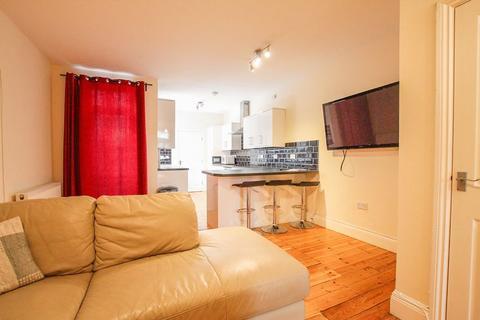 3 bedroom apartment to rent - Helmsley Road, Sandyford - 3 bedrooms - 85pppw