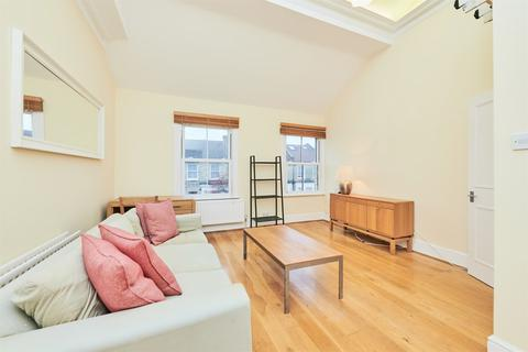 3 bedroom flat - Coombe Road, Central Chiswick, W4