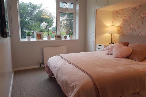 2 bedroom ground floor flat for sale - Ferguson Court, Gidea Park, Essex