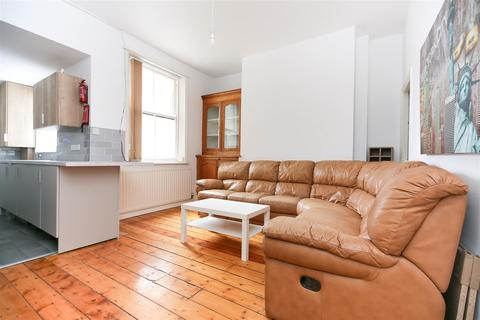 6 bedroom terraced house to rent - Oxnam Crescent, Spital Tongues, NE2