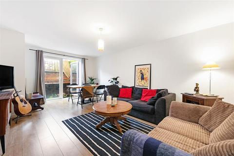 2 bedroom flat to rent - St. James's Drive, SW12