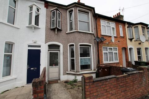 3 bedroom terraced house to rent - Kennedy Road, Barking IG11