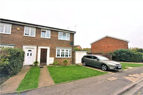 3 bedroom end of terrace house for sale - Kingfisher Drive, Staines Upon Thames, TW18
